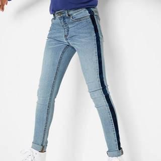 Skinny džínsy pre dievčatá