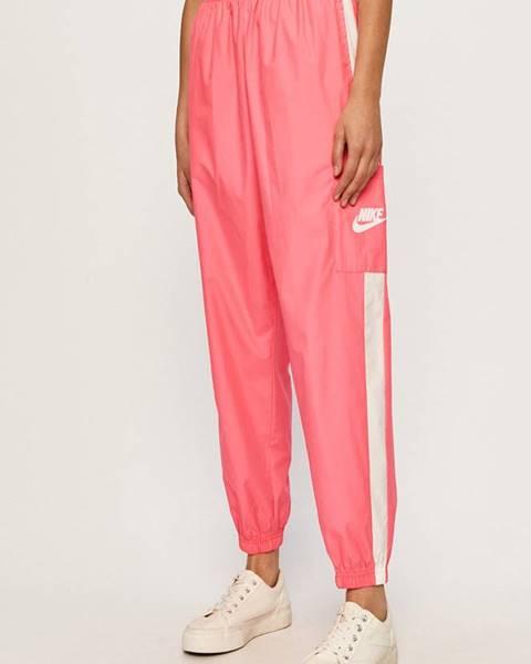 Ružové nohavice Nike Sportswear