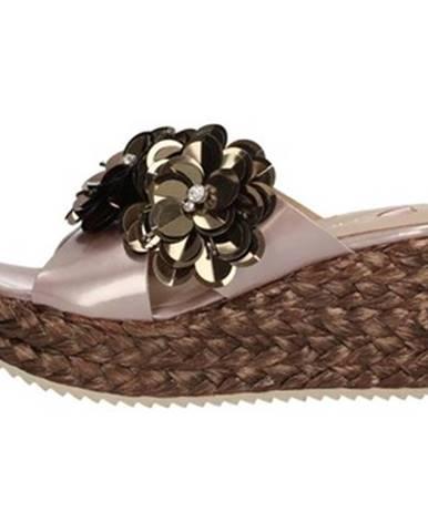 Viacfarebné sandále Hobby