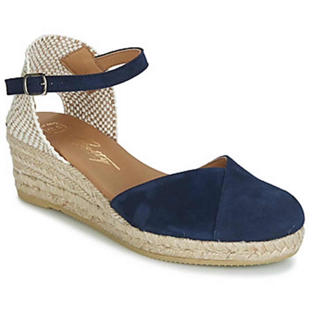 Betty London Sandále  INONO