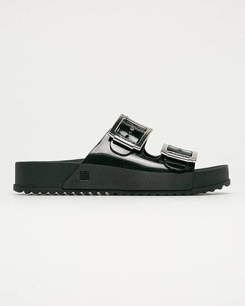 Čierne sandále Zaxy